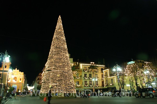 Sorrento - Town Square at Christmas at night 2