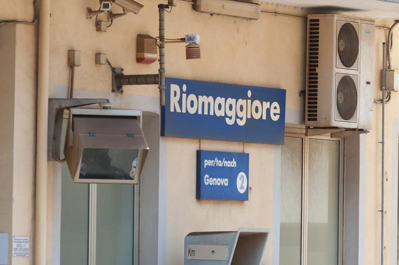 Sign to Riggomagiore in Cinque Terre, Italy