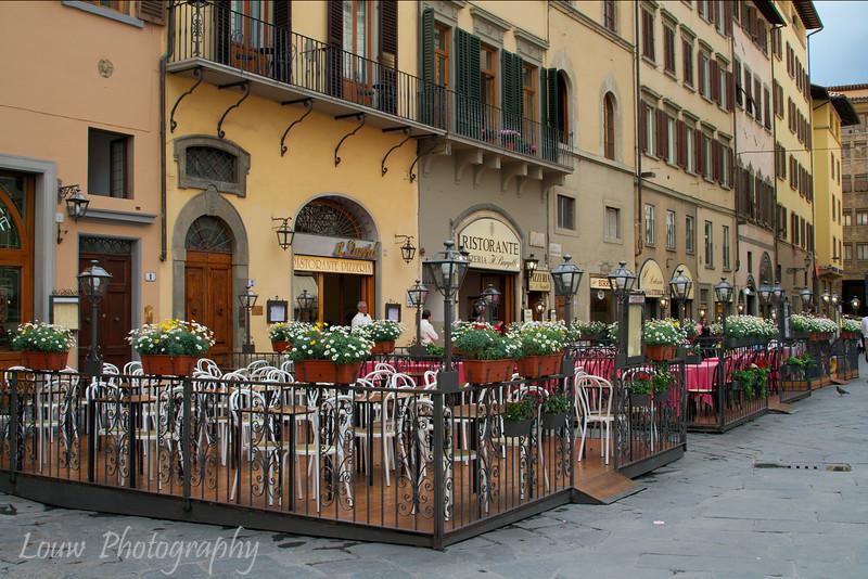 "<a target=""NEWWIN"" href=""http://en.wikipedia.org/wiki/Piazza_della_Signoria"">Piazza della Signoria</a>, Firenze"