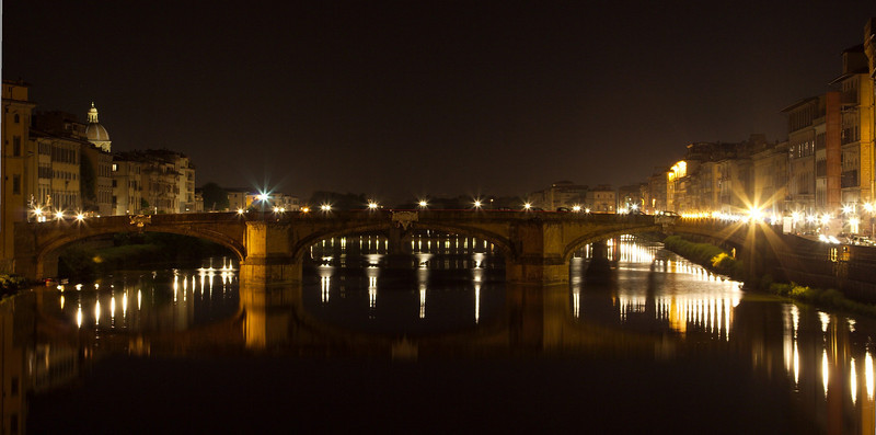 "<a target=""NEWWIN"" href=""http://en.wikipedia.org/wiki/Ponte_Santa_Trinita"">Ponte Santa Trinita</a> at night, Firenze"