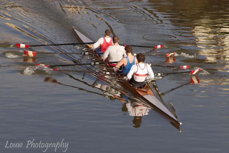 "Rowers on the <a target=""NEWWIN"" href=""http://en.wikipedia.org/wiki/Arno_River"">Arno River</a>, Firenze"