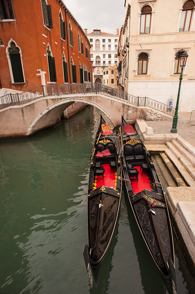 Kissing Gondolas