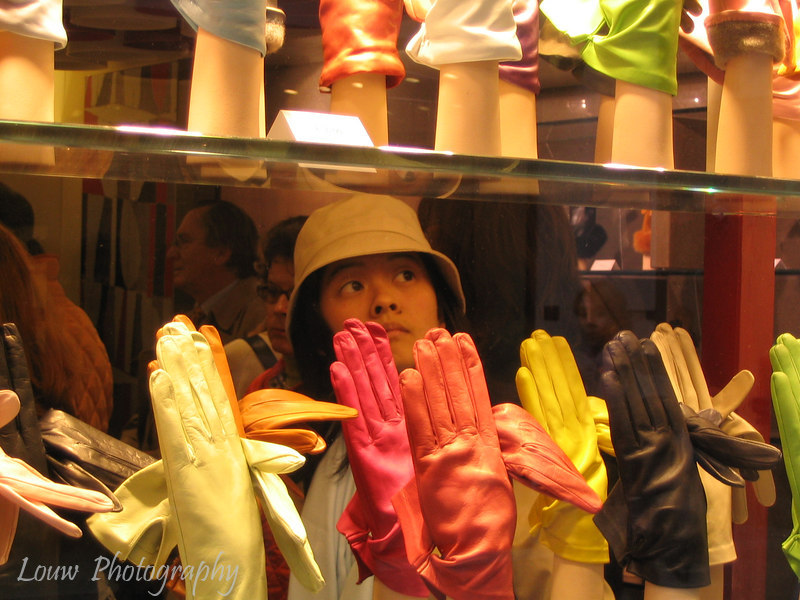 Catie shopping in Venezia