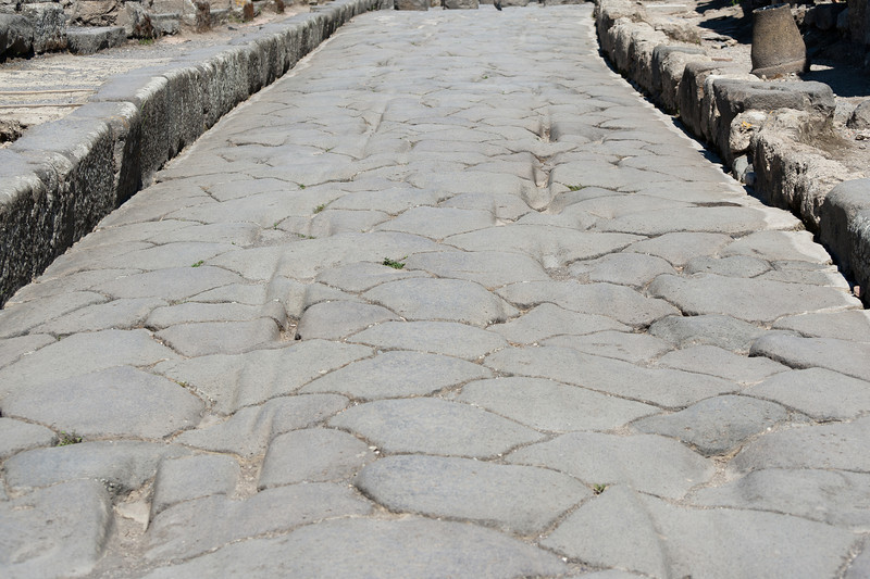 Pathwalk and ruins in Pompeii, Italy
