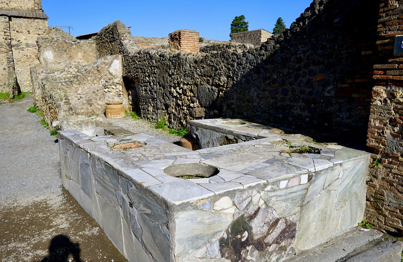 Pompeii shops