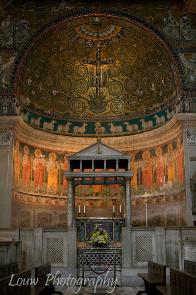 "<a target=""NEWWIN"" href=""http://en.wikipedia.org/wiki/Basilica_di_San_Clemente"">Basilica di San Clemente</a>, Roma"