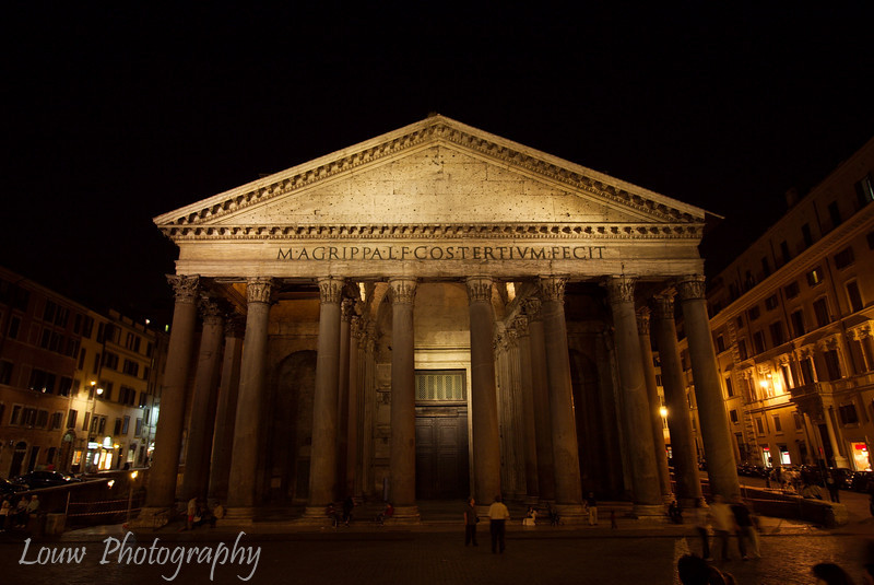 "<a target=""NEWWIN"" href=""http://en.wikipedia.org/wiki/Pantheon%2C_Rome"">Pantheon</a> at night, Roma"
