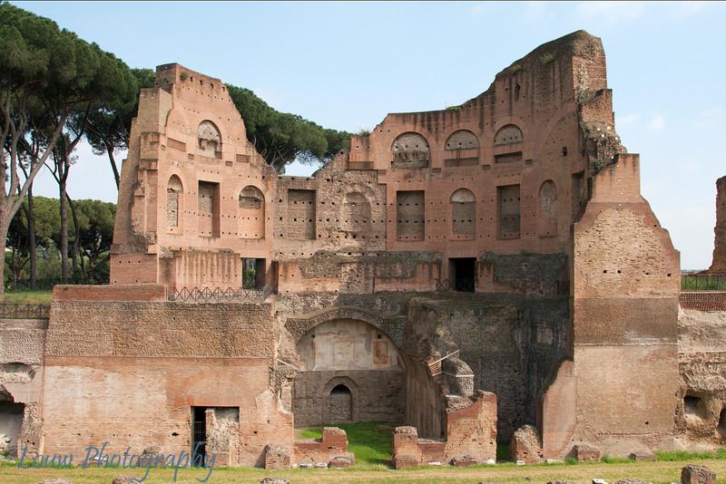 """Stadio in <a target=""""NEWWIN"""" href=""""http://en.wikipedia.org/wiki/Palatine_hill"""">Palatino (Palatine Hill)</a>, Roma"""