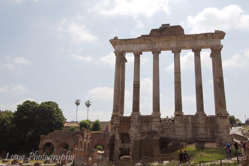 "Tempio di Saturno, <a target=""NEWWIN"" href=""http://en.wikipedia.org/wiki/Roman_forum"">Roman Forum</a>, Roma"