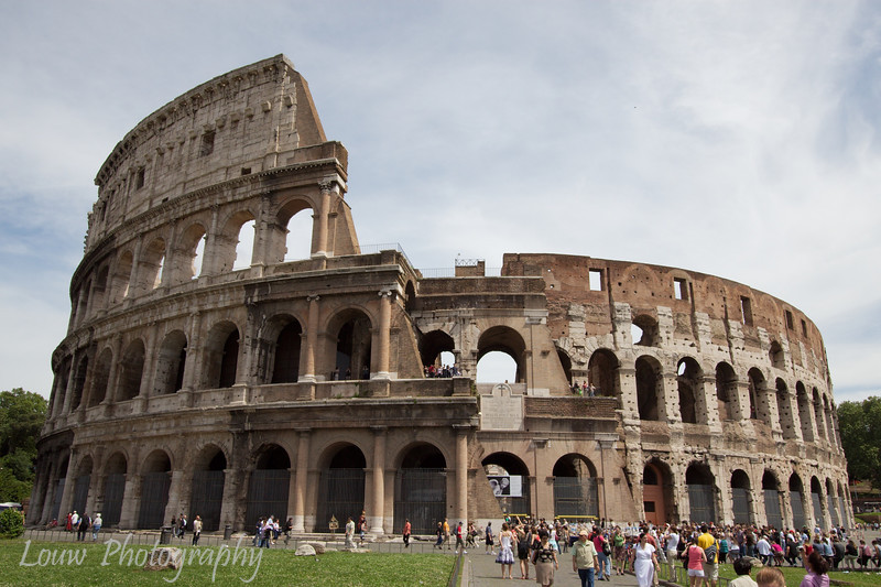 "<a target=""NEWWIN"" href=""http://en.wikipedia.org/wiki/Colosseum"">Colosseum</a>, Roma"