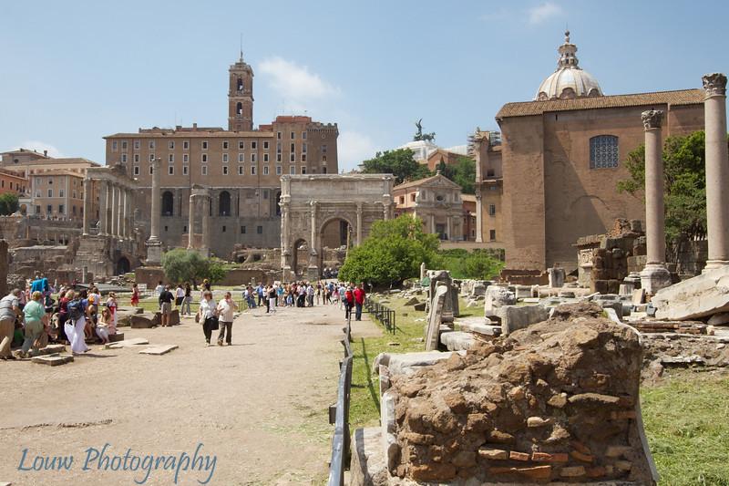 "<a target=""NEWWIN"" href=""http://en.wikipedia.org/wiki/Roman_forum"">Foro Romano (Roman Forum)</a>, Roma"