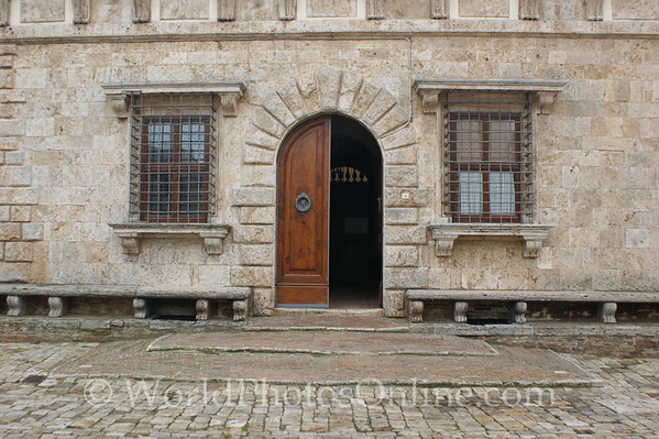 Multepulciano - Contucci Castle Doors