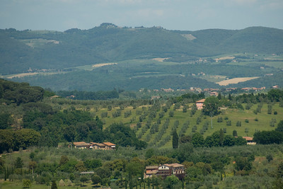 Green fields and mountains in Siena, Italy