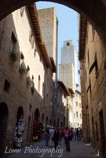 "Town of <a target=""NEWWIN"" href=""http://en.wikipedia.org/wiki/San_Gimignano"">San Gimignano</a>, Tuscany"