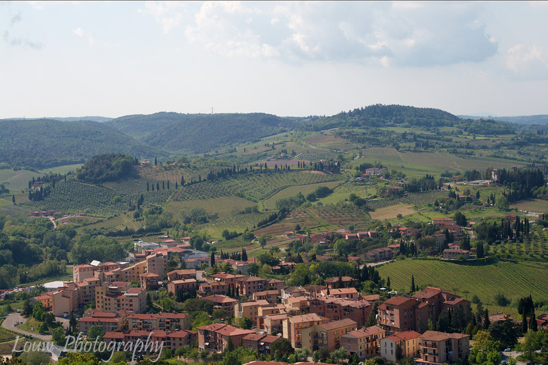 "Picturesque view of Tuscany from <a target=""NEWWIN"" href=""http://en.wikipedia.org/wiki/San_Gimignano"">San Gimignano</a>"