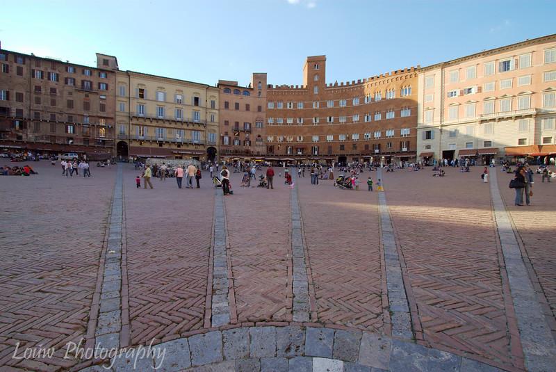 "<a target=""NEWWIN"" href=""http://en.wikipedia.org/wiki/Piazza_del_Campo"">Il Campo</a>, Siena, Tuscany"