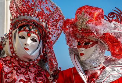 Beautiful red carnival costume for this couple!