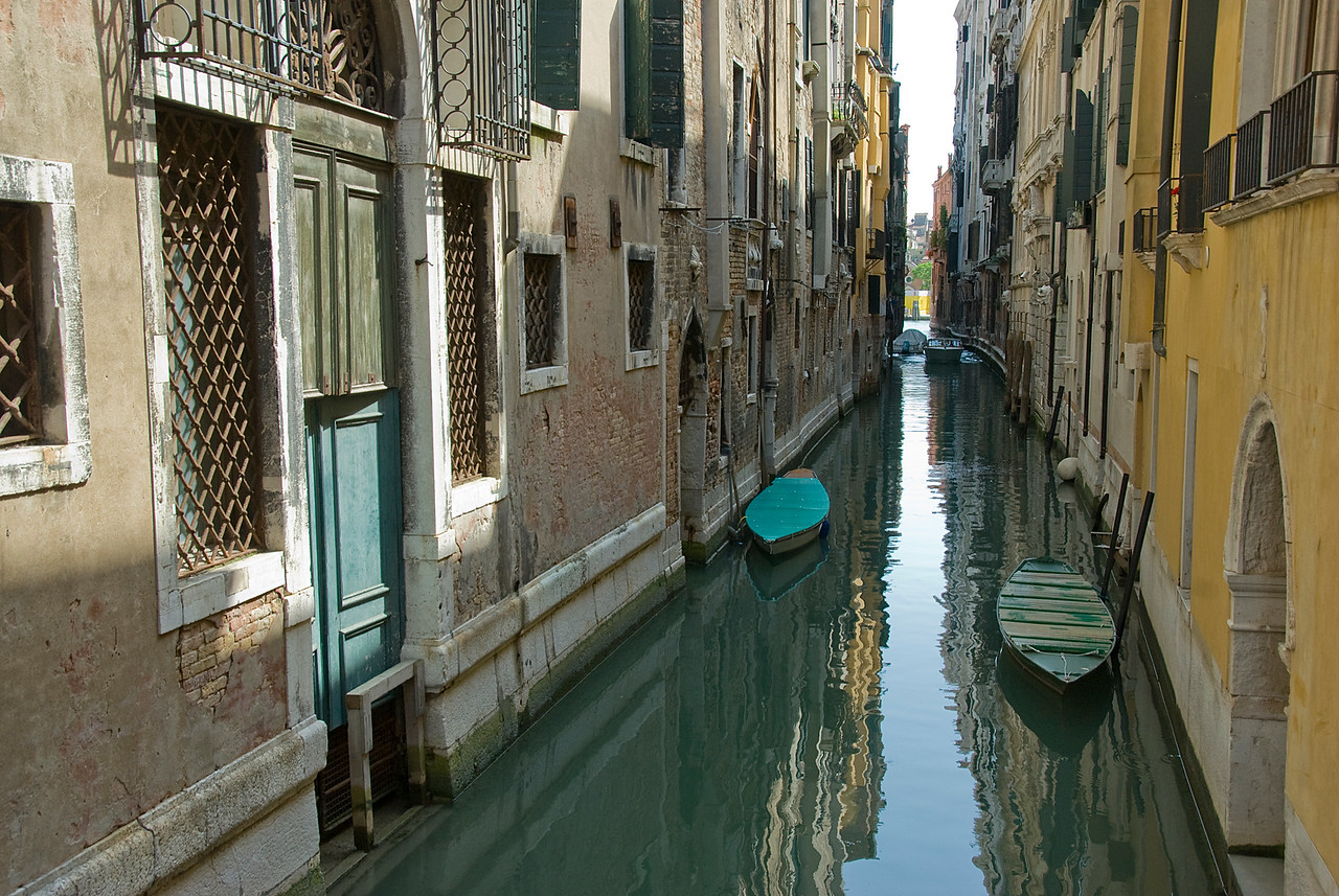 Narrow alley in Venice, Italy