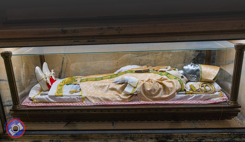 One of the Beatified Bishops with His Red Socks in the Milan Duomo (©simon@myeclecticimages.com)