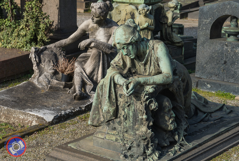 More Traditional Sculptures as Grave Markers (©simon@myeclecticimages.com)