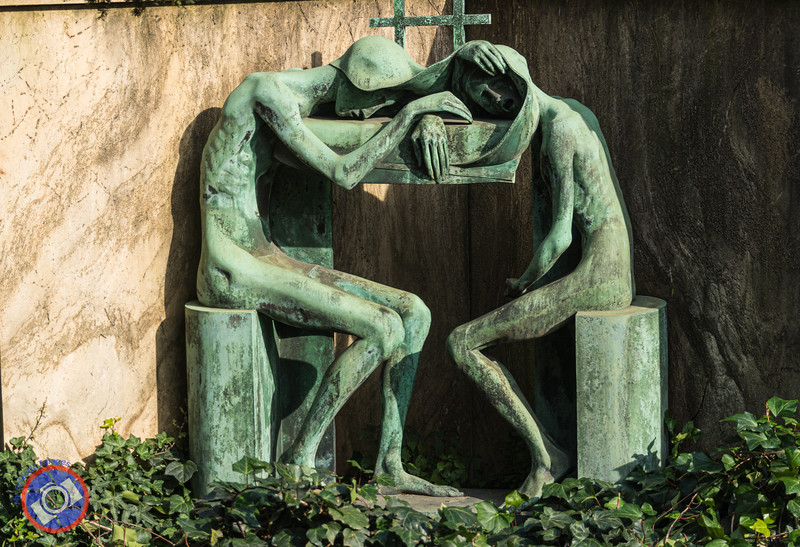 Modern Sculpture as a Grave Marker (©simon@myeclecticimages.com)