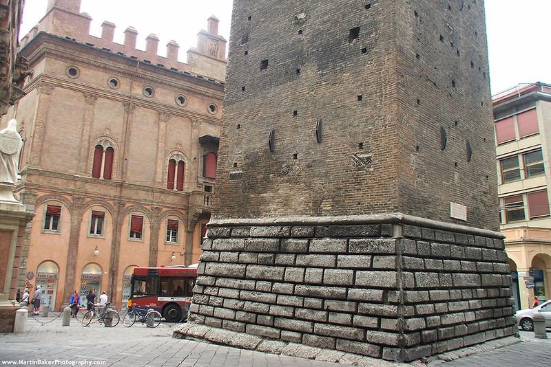 Piazza di Porta Ravegnana, Bologna, Emilia-Romagna, Italy.