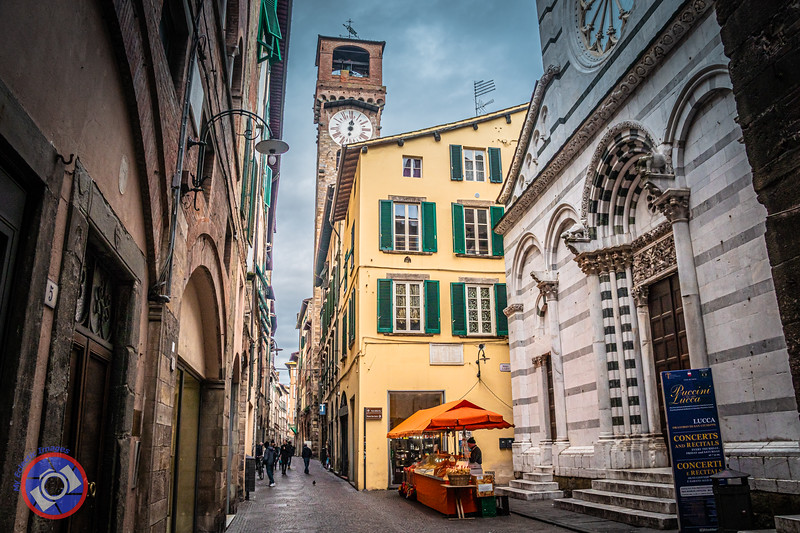 The Torre delle Ore or Clock Tower in Lucca (©simon@myeclecticimages.com)