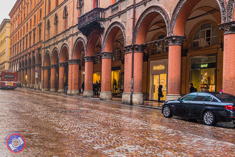 The Bologna Porticos Protecting Pedestrians from the Elements (©simon@myeclecticimages.com)