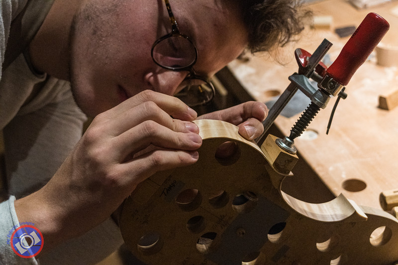 Gaian Amorim building the Sides of a New Violin (©simon@myeclecticimages.com)