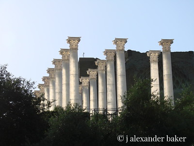 Putting these translucent columns up by the Via Sacra in the Roman Forum was a nice idea.