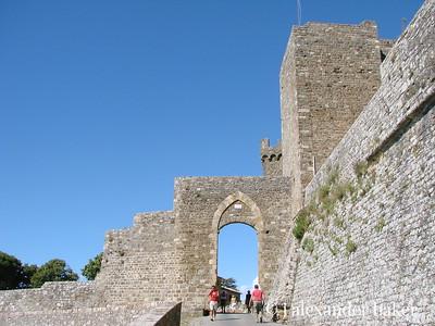 The Gate to town of Montalcino   http://www.montalcino.net/