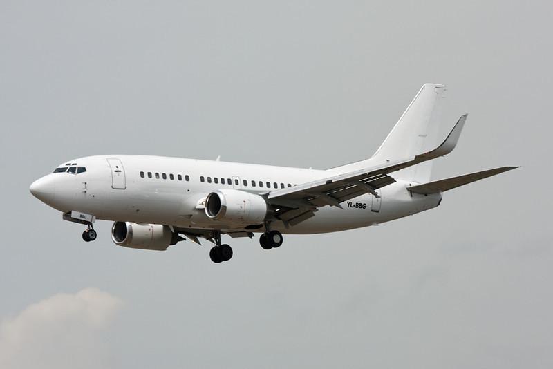 YL-BBG Boeing 737-548 c/n 24919 Barcelona-El Prat/LEBL/BCN 28-06-08