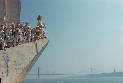 Lisbonne - Monument des Découvertes et pont du 25 Avril