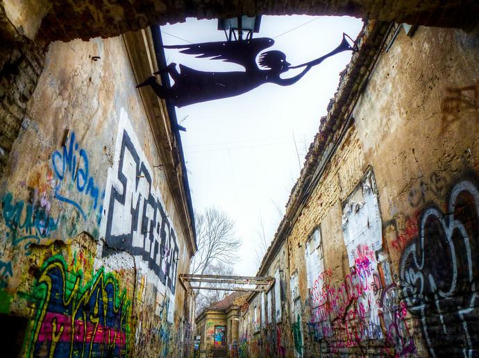 vilnius uzupis alleyway