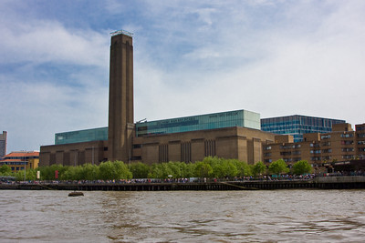 Tate Modern Museum and East London Cityscape, London, England