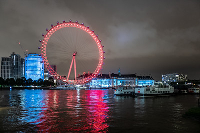 red London Eye at night