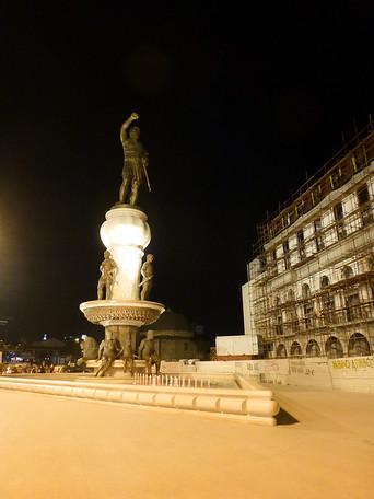 skopje big statue