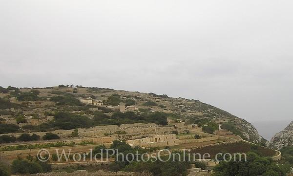 Farms 2 - Note stone dividing walls