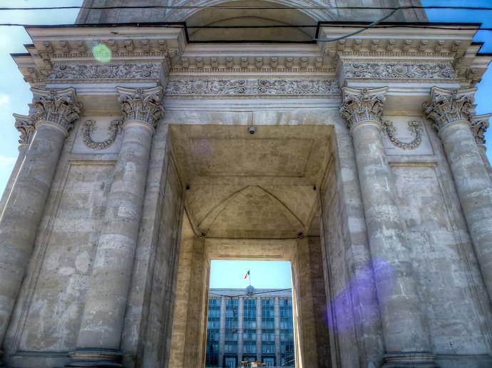 chisinau arch of triumph