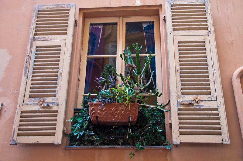 Window, Monaco
