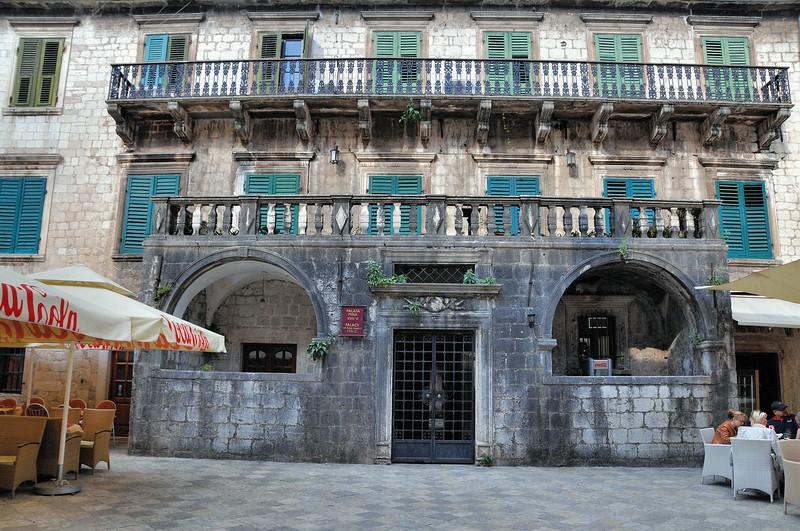 Kotor - Place de la Farine - Palais Pima