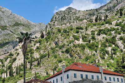 Les hauts de Kotor, forteresse et église Notre-Dame-de-la-Santé