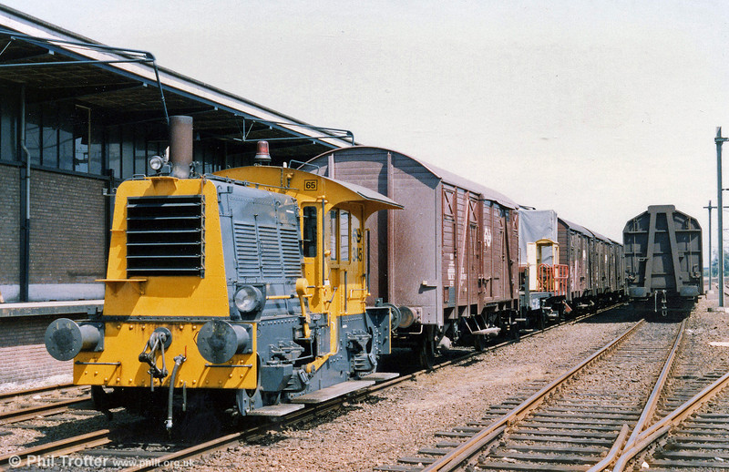 345, one of the 200 class 'Siks' (Goats), shunting at Zutphen Goods on 22nd July 1989.