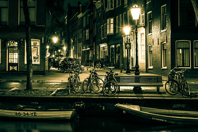 Reguliersgracht by night.
