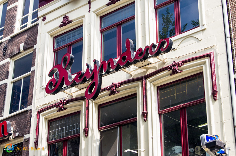 Red sign for Cafe Reynders