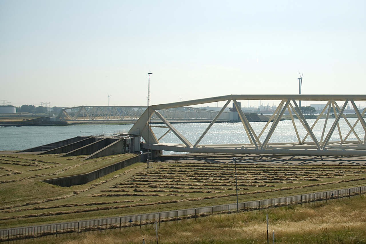 Storm surge barriers in the Netherlands Flood gates in the Netherlands