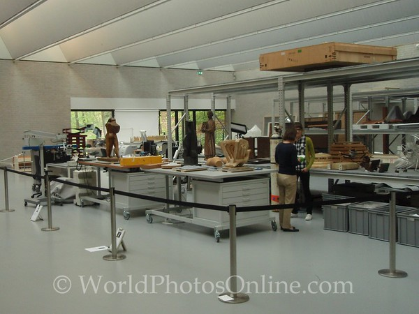 Kroller-Mullen Museum - Cleaning and restoration
