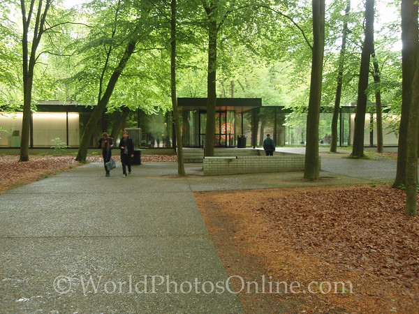 Kroller-Mullen Museum - Entrance