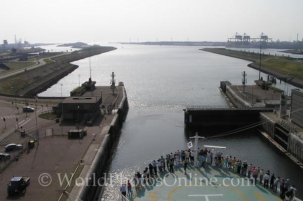 Noordersluis -(Lock to North Sea)
