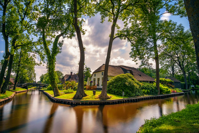 Typical dutch village of Giethoorn in Netherlands